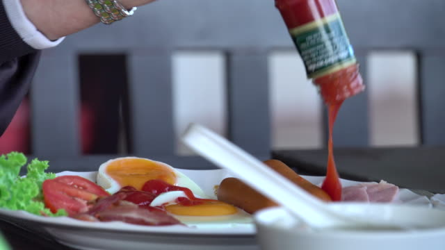4k: ketchup pouring by trouble shaking - ketchup stock videos and b-roll footage