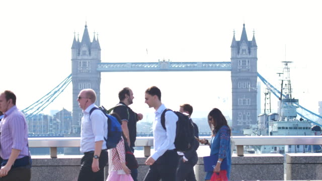 4k london bridge, movement of business people in office building zone, london, england - tower bridge stock videos & royalty-free footage