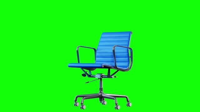 vídeos de stock, filmes e b-roll de rotação de cadeira de aço moderno e couro azul de 4k. loop. chroma chave fundo verde. - cadeira de escritório