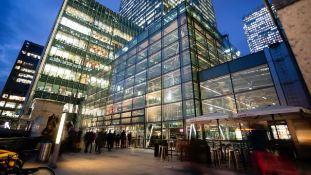 4k Bewegung von Geschäftsleuten in Bürogebäude Zone, London, England
