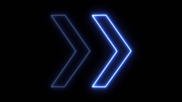 vídeos de stock e filmes b-roll de 4k neon blue light arrow direction on black blackgroud - arrow symbol