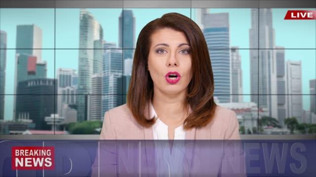 stockvideo's en b-roll-footage met 4 k nieuwslezer het brekende nieuws lezen - presentator media