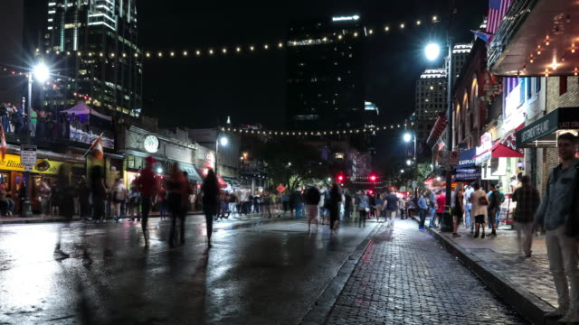 uhd 4k night time lapse austin, texas usa - schwenk stock-videos und b-roll-filmmaterial