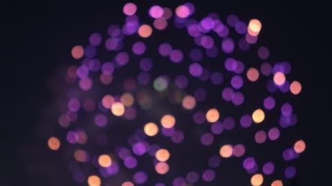 vídeos y material grabado en eventos de stock de 4k de fuegos artificiales en la noche y bokeh. - fuegos artificiales