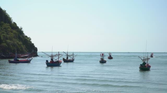4k van vissersboot in de dag.