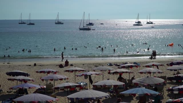 ビーチにいる人々 の 4 k。 - プーケット県点の映像素材/bロール
