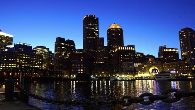 vídeos de stock, filmes e b-roll de 4k do horizonte do porto de boston nos eua - usa