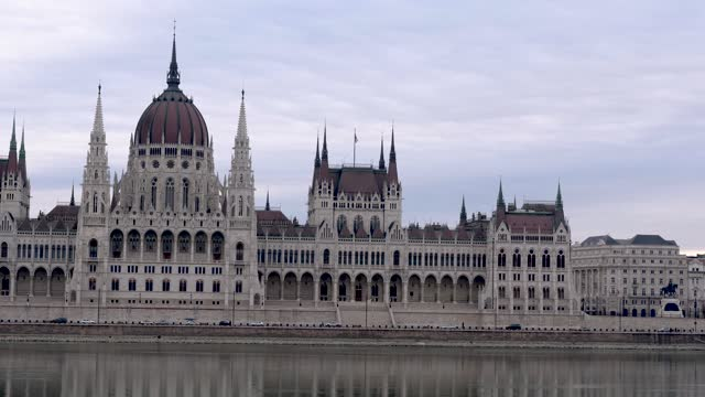 4k panning close up view of hungarian parliament and danube river, budapest hungary - széchenyi chain bridge stock videos & royalty-free footage