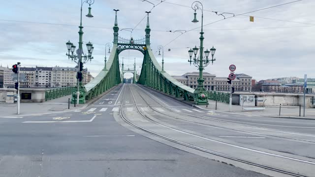 4k panning style budapest bridge and river danube scene shot through the window of a moving tram along the waterside, hungary - széchenyi chain bridge stock videos & royalty-free footage