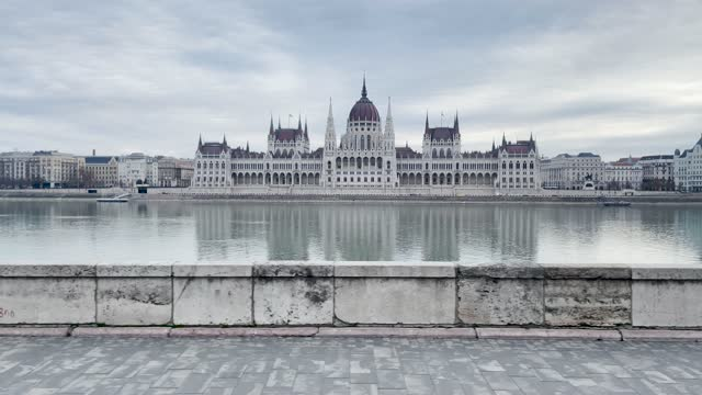 4k panning style budapest parliament and river danube scene shot through the window of a moving tram along the waterside, hungary - széchenyi chain bridge stock videos & royalty-free footage