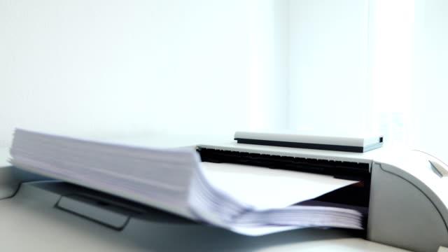 4 k: プリンター印刷用紙 - 印刷機点の映像素材/bロール