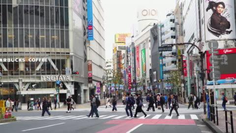 4k real time: shibuya crossing in tokyo, japan. - shibuya ward stock videos & royalty-free footage