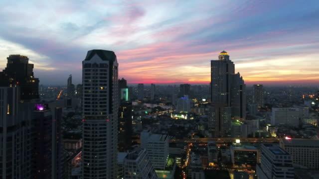 4k Auflösung Antenne sehen wunderschönen Sonnenuntergang bei Stadt Bangkok, Thailand