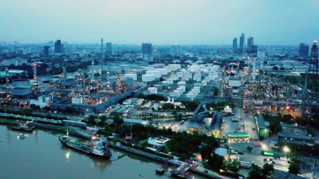 vídeos de stock e filmes b-roll de 4k resolution aerial view of refinery oil industry area  of bangkok thailand,petrochemical plant - fábrica petroquímica