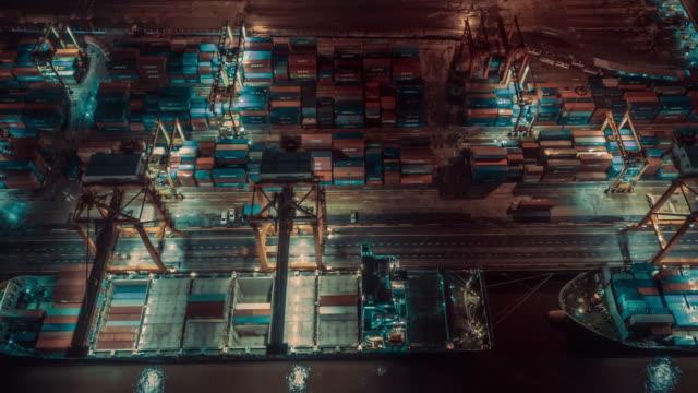 vídeos y material grabado en eventos de stock de resolución de 4k vista aérea lapso de tiempo del puerto buque contenedor en la exportación de importación y logística de negocios - estación edificio de transporte