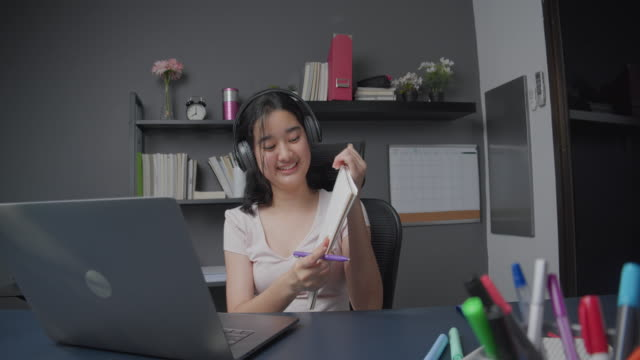 4k resolution attractive asian teenager girl explaining math homework to her friends via laptop computer. she using online video call teaching mathematical formula from home while coronavirus lockdown. telecommuting and online learning technology. - secondary school child stock videos & royalty-free footage