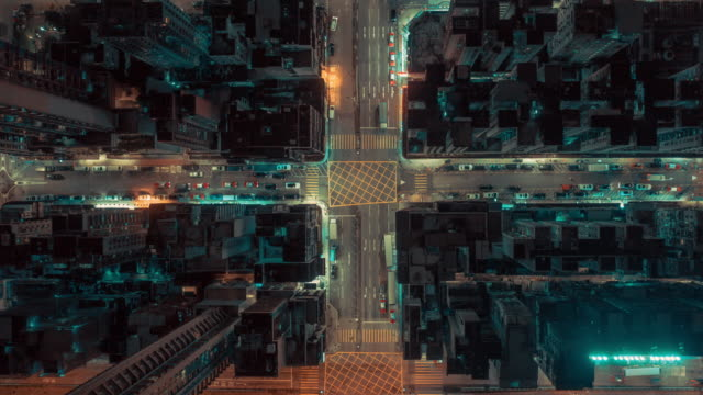 vídeos de stock e filmes b-roll de 4k resolution drone point of view hyper lapse of hong kong city and  aerial view of road intersection at night,hong kong traffic and transportation concept - rotunda entroncamento