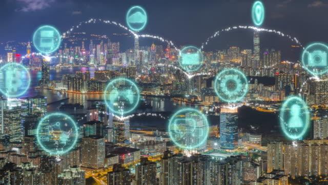 risoluzione 4k smart city e connessione dati, icona internet of things sulla moderna città e rete di comunicazione di hong kong, rete di comunicazione dell'informazione - blockchain video stock e b–roll