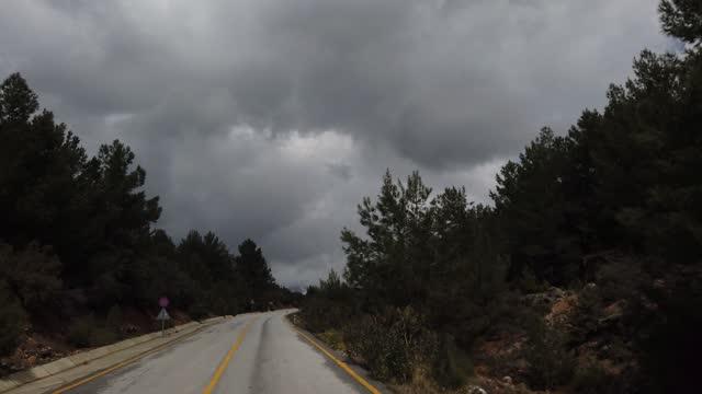 冬の山道を走行中の4k解像度 - winter点の映像素材/bロール