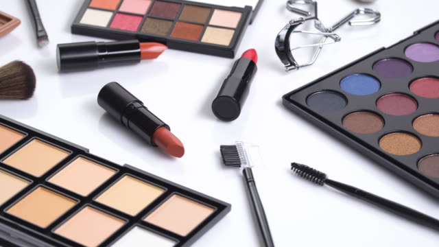 4 k は、化粧品とブラシ コレクションを回転します。 - 商品点の映像素材/bロール