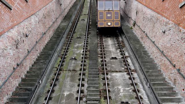4k scene of funicular rail cars moving up and down the castle hill railway in budapest, hungary - eastern european culture stock videos & royalty-free footage