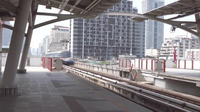 4k: sky train mass transit of bangkok thailand - underground station platform stock videos & royalty-free footage