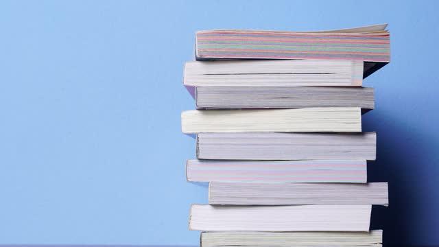 本のスタックの4kストップモーション - 書店点の映像素材/bロール