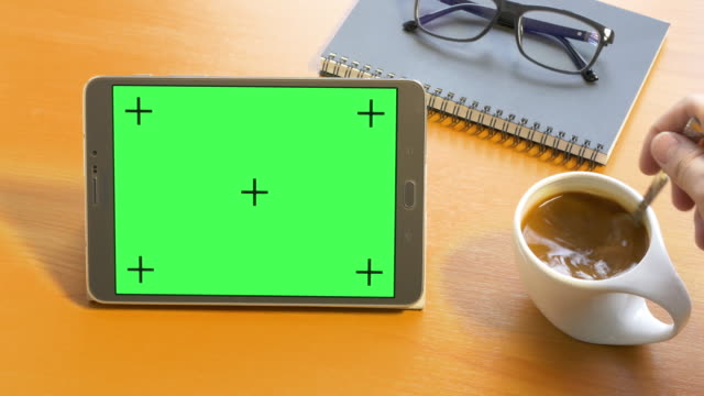 4k: Tablet with Green Screen