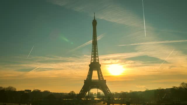 4kタイムラップ:パリのエッフェル塔、フランス - エッフェル塔点の映像素材/bロール