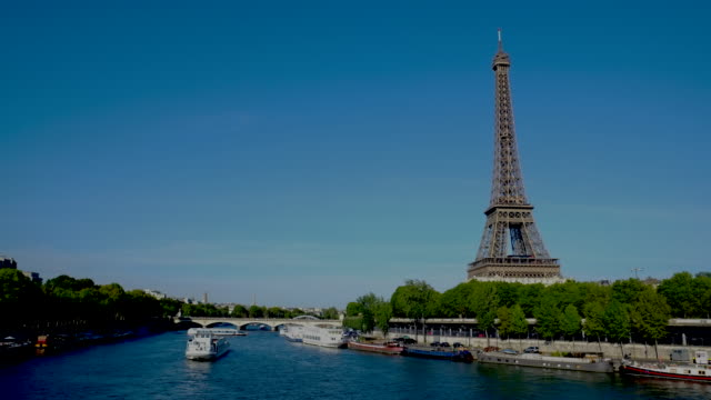 4k time lapes : eiffel tower in paris, france - eiffel tower stock videos & royalty-free footage