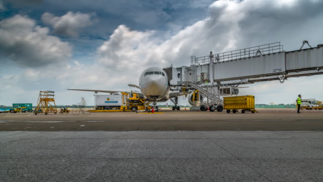 4k time lapse activities of loading cargo into airplane - sala d'imbarco video stock e b–roll