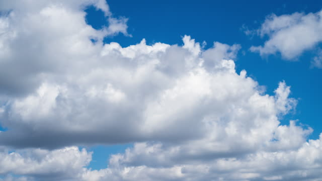 4k time lapse: cumulus clouds - cumulus cloud stock videos & royalty-free footage
