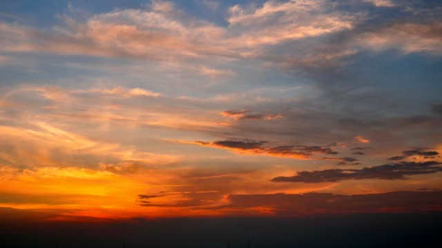 4k time lapse day to night sunset sky background with office building - fluffy cloud sky stock videos & royalty-free footage