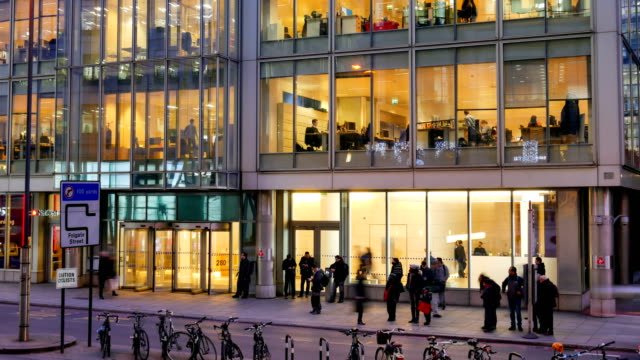 4 k tid förfaller rörlighet för affärsmän i office building zon, London, England