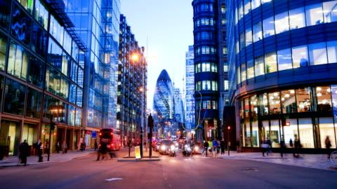 4 k の時間経過事務所建物のゾーン、ロンドン、イギリスのビジネス人々 の動き - 英国 ロンドン点の映像素材/bロール