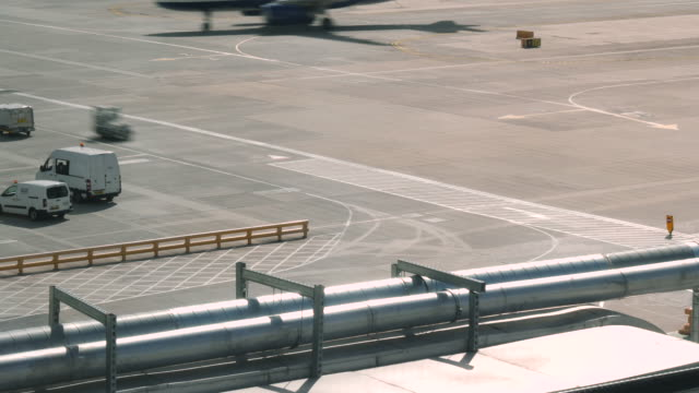 4k time lapse of london gatwick airport lgw ground crew and vehicles on the tarmac at busy airport. shot on a sunny day during summer. - airplane hangar stock videos & royalty-free footage