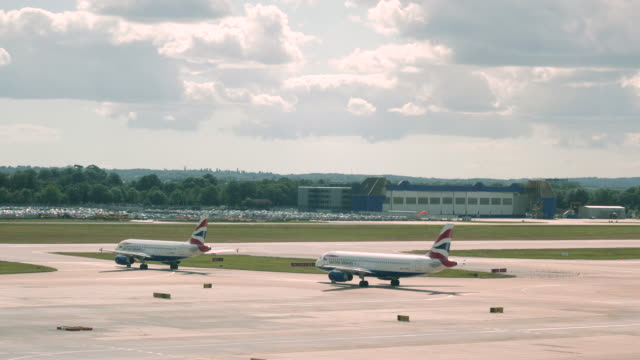 4k time lapse of london gatwick airport lgw runway showing aeroplanes taxiing queuing for take off and landing at busy congested airport. shows a variety of small, medium and large planes. - runway stock videos & royalty-free footage