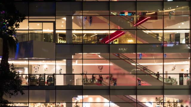 tempo lassithi 4 k del centro commerciale scale mobili - fashion show video stock e b–roll