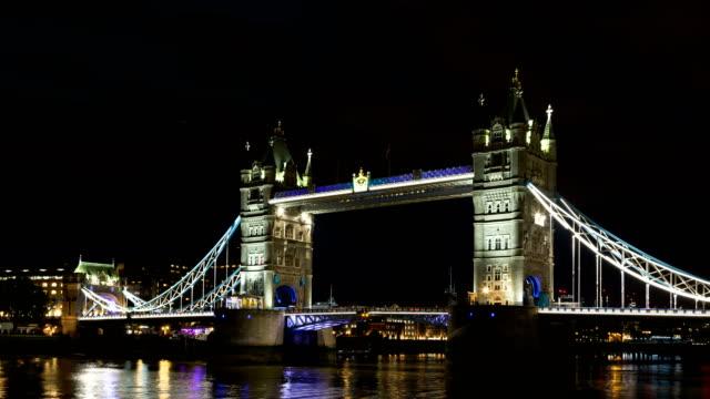 4k time lapse of tower bridge london at night - tower bridge stock videos & royalty-free footage
