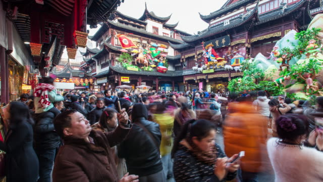 4k, time lapse , shanghai yuyuan garden in new year - tourist stock-videos und b-roll-filmmaterial