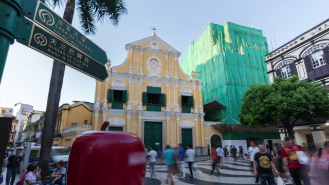 4k time lapse: tourists walking in front of st. dominic's church, macao. - leal senado square stock videos & royalty-free footage