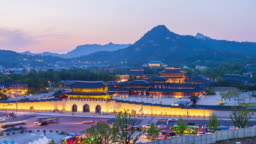 4k Time lapse Traffic at Gyeongbokgung Palace in Seoul City,South Korea