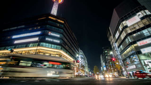 4k Time lapse : Traffic speeds through an intersection in Kyoto City. Tilt Up shot