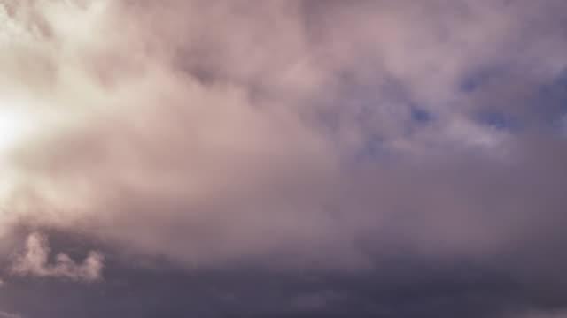 vídeos de stock, filmes e b-roll de 4k timelapes: nuvem negra em movimento - greve