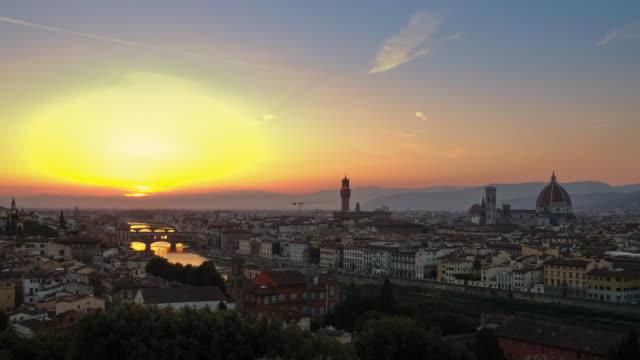 vídeos de stock e filmes b-roll de 4k timelapes : sunset view of ponte vecchio, florence, italy - florença