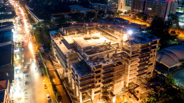 4 k コマ: 市の建設現場の空撮 - 建物の骨組み点の映像素材/bロール