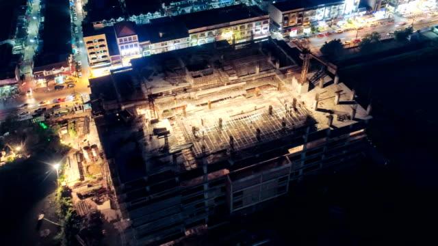 4k Zeitraffer: Luftbild von der Baustelle in der Stadt arbeiten