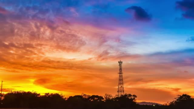 vídeos y material grabado en eventos de stock de 4 k time-lapse antena y el atardecer. - torres de telecomunicaciones