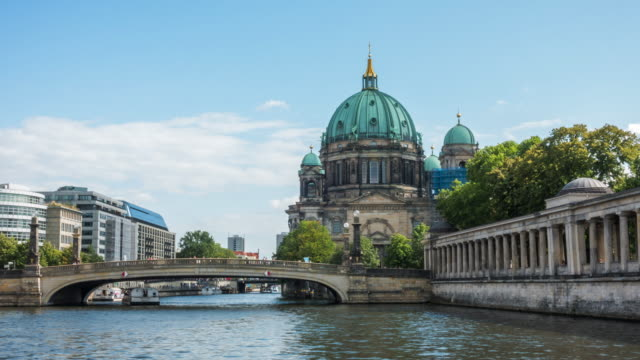 4k time-lapse : berlin catherdral - palace video stock e b–roll