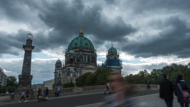 time-lapse 4k : berlin catherdral - palace video stock e b–roll